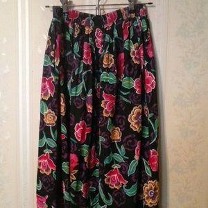 *CRAIG CLOTHING CO WOMEN'S MULTI FLORAL SKIRT